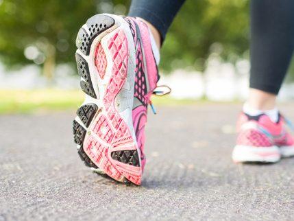 כיצד קונים נעלי ריצה בצורה חכמה?