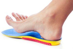 בדיקת טווחי התנועה של כף הרגל
